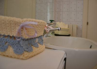 bagno-camera-azzurra-accessori-bagno-B&B-Girovagando-Porto-Sant-Elpidio-