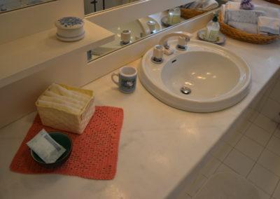 bagno-camera-salmone-accessori-bagno-B&B-Girovagando-Porto-Sant-Elpidio-